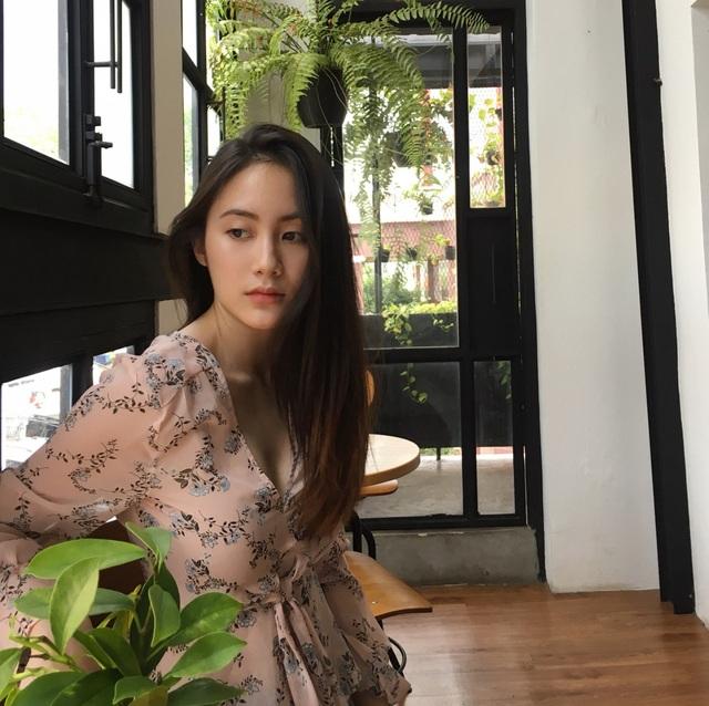 Trên trang Instagram, hot girl Lào gốc Việt có gần nửa triệu người theo dõi. Cô được hâm mộ ở cả 2 đất nước.