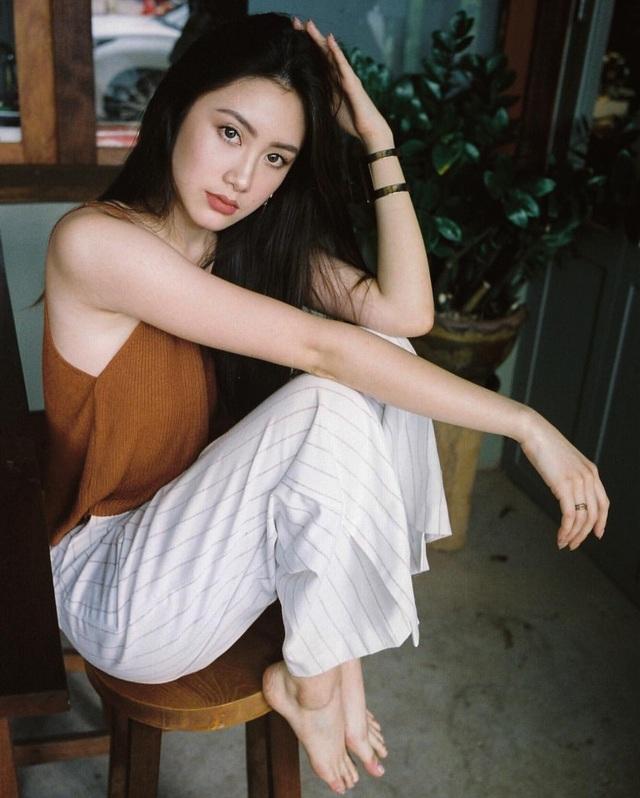 Chi Chi tự mở một thương hiệu may mặc mà chính cô là một người mẫu. Không dừng lại ở đó, Chi Chi sắp mở thêm một thương hiệu may mặc khác có phong cách cao cấp hơn.