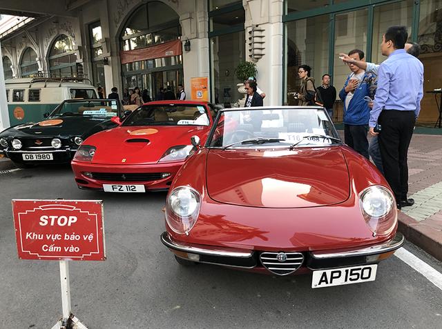 """""""Soi"""" chi tiết những chiếc xe cổ từ Hồng Kông tới Hà Nội - 1"""