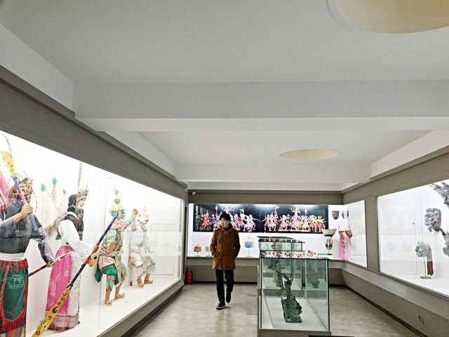 Khách tham quan còn có cơ hội đi thăm Bảo tàng mặt nạ Hahoe. Nơi đây trưng bày bộ sưu tập đồ sộ các kiểu dáng mặt nạ của Hàn Quốc và các quốc gia khác trên thế giới, trong đó có Việt Nam.