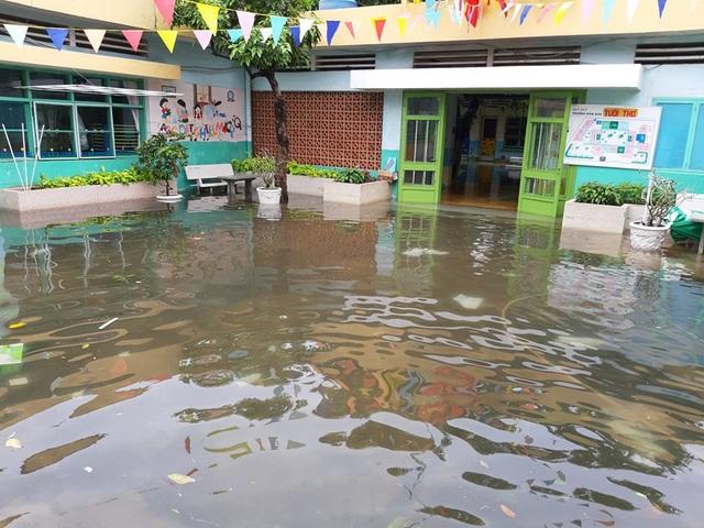 Bị ngập sâu, Trường Mầm non Tuổi Thơ, Q.8 không kịp đón học sinh quay lại lớp vào ngày mai 27/11