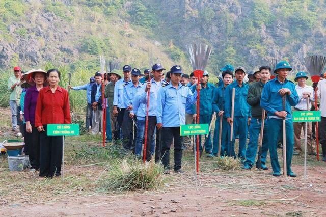 Buổi diễn tập phòng cháy chữa cháy rừng do huyện Hoa Lư (Ninh Bình) tổ chức. Tham gia diễn tập có hàng trăm người thuộc nhiều lực lượng của địa phương như: Kiểm lâm, Công an, Quân đội, Dân quân tự vệ, Nhân dân địa phương…