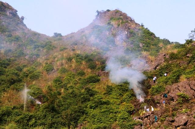 Khoảng 8h30 (ngày 26/11), một vụ cháy rừng giả định được tổ chức gần khu du lịch động Am Tiên (Tuyệt tình cốc), thuộc thôn Tràng An, xã Trường Yên, huyện Hoa Lư (nằm trong vùng lõi di sản Tràng An).