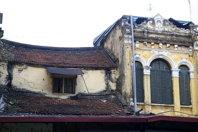 Cận cảnh góc nhỏ cổ kính phố Hàng Ngang.