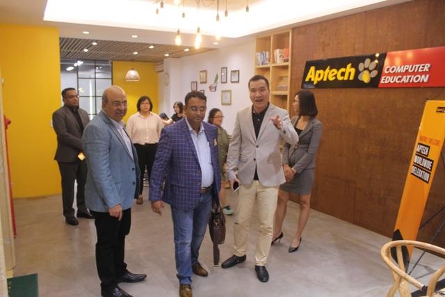 Lãnh đạo Aptech Toàn cầu làm việc tại Aptech Việt Nam.