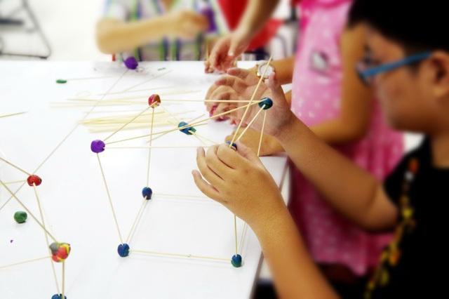 STEAM English dạy trẻ phát triển cả vốn tiếng Anh nền tảng, chuyên ngành, và nhiều kỹ năng quan trọng khác.