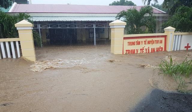 Nhiều khu dân cư bị ngập sâu trong nước lũ