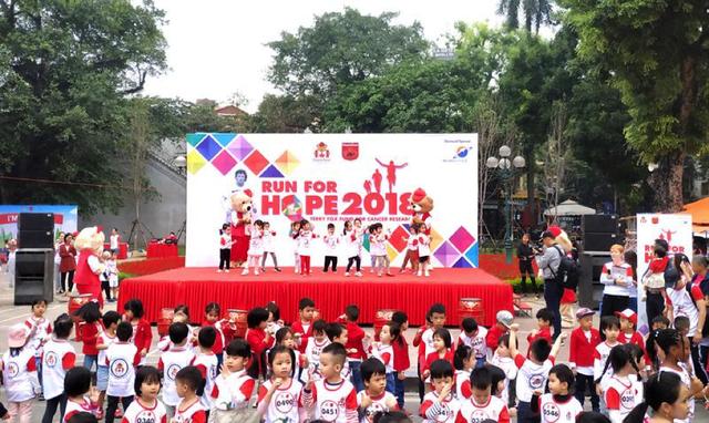 Run for Hope 2018 được tổ chức tại Phố đi bộ Hoàn Kiếm với sự đồng hành tài trợ chính của Tập đoàn Sunshine.