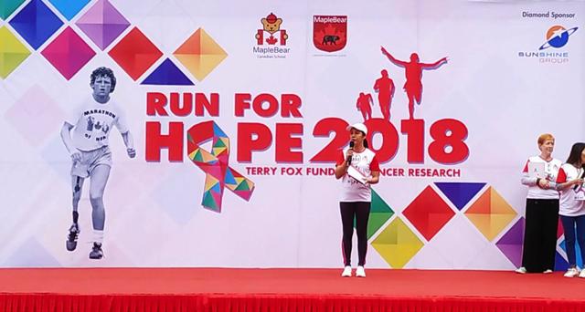 Bà Trần Như Loan, Phó Tổng Giám đốc phụ trách Giáo dục, Tập đoàn Sunshine phát biểu tại sự kiện Run For Hope 2018