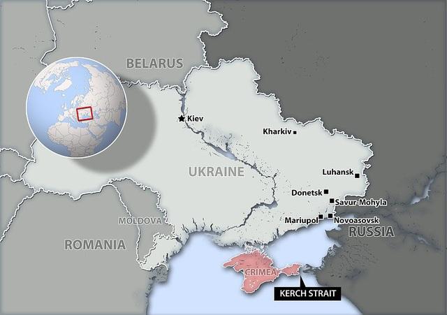 Các tàu Ukraine bị cáo buộc đã đi qua eo biển Kerch, vi phạm lãnh hải Nga gần Crimea. (Ảnh: Dailymail)