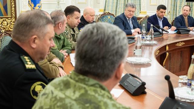 Ukraine đặt quân đội trong tình trạng báo động tác chiến toàn diện sau vụ Nga bắt giữ tàu hải quân. (Ảnh: Ukraine Press Service)