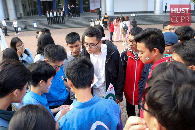 """Trường ĐH Bách khoa HN tổ chức """"tour"""" trải nghiệm đại học – định hướng tương lai cho học sinh - 4"""