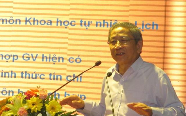 """GS-TS Nguyễn Minh Thuyết """"vì sao phải đổi mới chương trình giáo dục phổ thông?""""."""