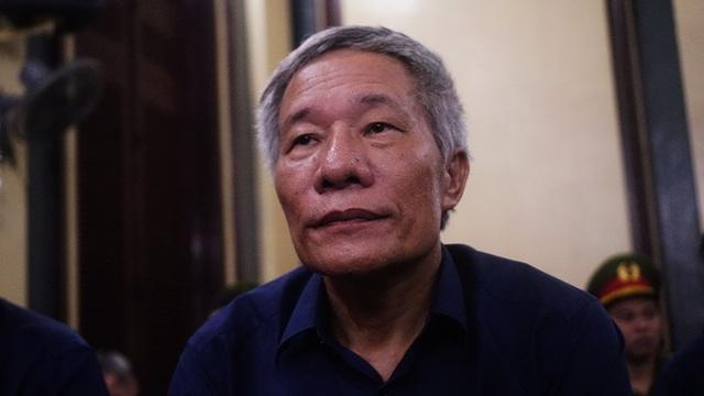 """Vũ """"nhôm"""" và Phạm Văn Phước (sinh năm 1962, nguyên giám đốc công ty cổ phần lương thực Nam Định) bị truy tố về tội lạm dụng chức vụ, quyền hạn chiếm đoạt tài sản."""