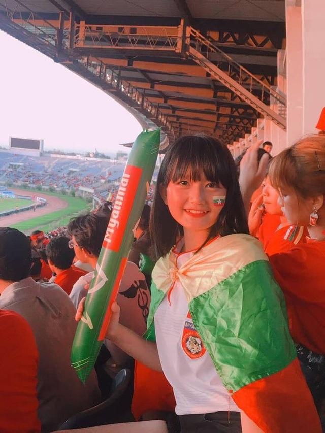 Cổ động viên Việt Nam nằm trong top đẹp nhất AFF Cup 2018 - 8