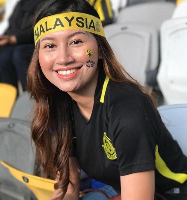 Cổ động viên Việt Nam nằm trong top đẹp nhất AFF Cup 2018 - 23