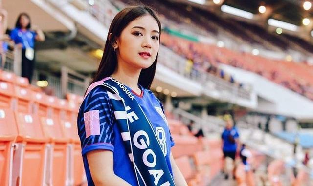 Cổ động viên Việt Nam nằm trong top đẹp nhất AFF Cup 2018 - 11