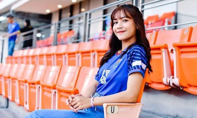 Cổ động viên Việt Nam nằm trong top đẹp nhất AFF Cup 2018 - 12