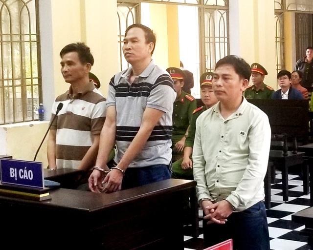Các bị cáo tại phiên tòa chiều 27/11
