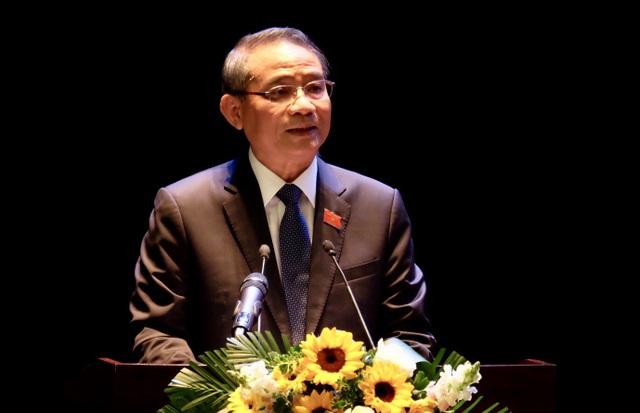 Ông Trương Quang Nghĩa - Bí thư Thành uỷ, Trưởng đoàn ĐBQH TP Đà Nẵng - phát biểu tại buổi tiếp xúc cử tri thành phố sáng 27/11.