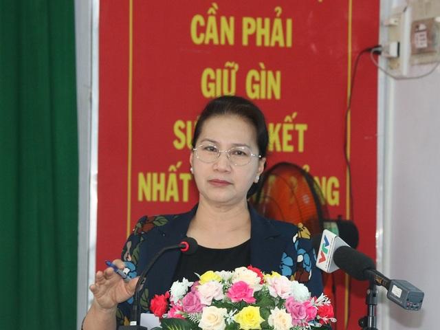 Chủ tịch QH Nguyễn Thị Kim Ngân giải đáp thắc mắc của cử tri Cần Thơ
