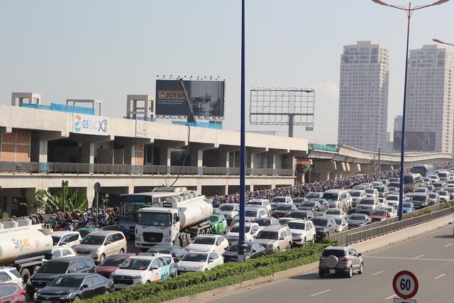 Vượt ải cầu Sài Gòn