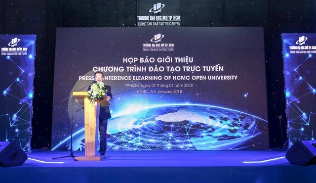PGS.TS Vũ Hữu Đức - Phó Hiệu trưởng phụ trách Trường Đại học Mở TPHCM giới thiệu về chương trình đào tạo trực tuyến.