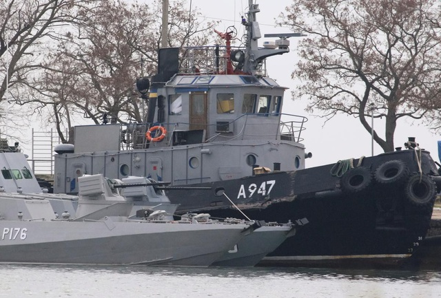 Ba tàu hải quân của Ukraine bị Nga tạm giữ (Ảnh: Reuters)