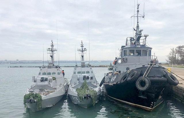 Ba tàu hải quân Ukraine bị bắt giữ tại Crimea sau khi bị cáo buộc xâm phạm lãnh hải Nga ở eo biển Kerch. (Ảnh: Tass)