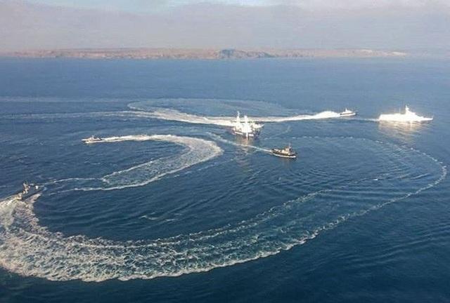 Tàu hải quân Nga và Ukraine đụng độ gần eo biển Kerch