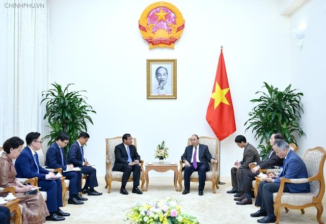 Thủ tướng Nguyễn Xuân Phúc tiếp Phó Thủ tướng, Bộ trưởng Ngoại giao Campuchia tại trụ sở Chính phủ, chiều 26/11 (ảnh: VGP)