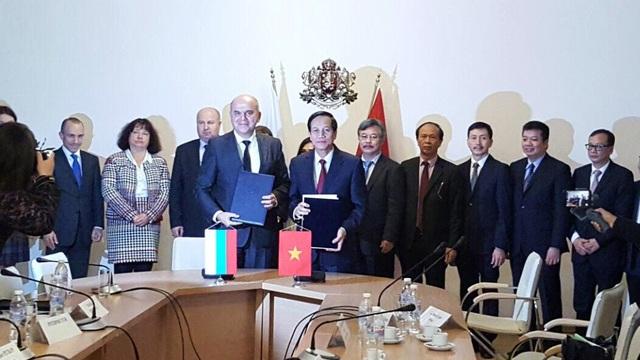 Lễ ký kết hợp tác giữa Bộ LĐ-TB&XH Việt Nam và Bộ Lao động và Chính sách xã hội Bulgaria.