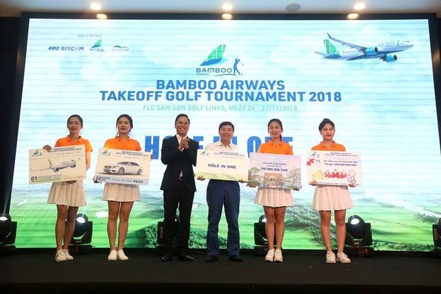 Golfer Cao Xuân Hùng đoạt cú HIO với giá trị giải thưởng hàng chục tỷ đồng