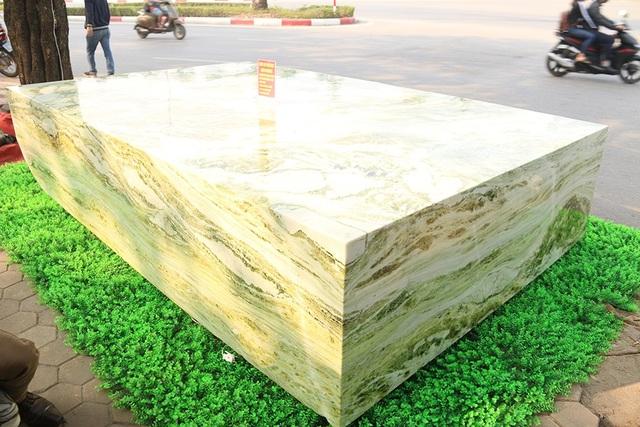 Phiến ngọc nguyên khối nặng hơn chục tấn, giá 2,6 tỷ đẹp hiếm có ở Yên Bái - 9
