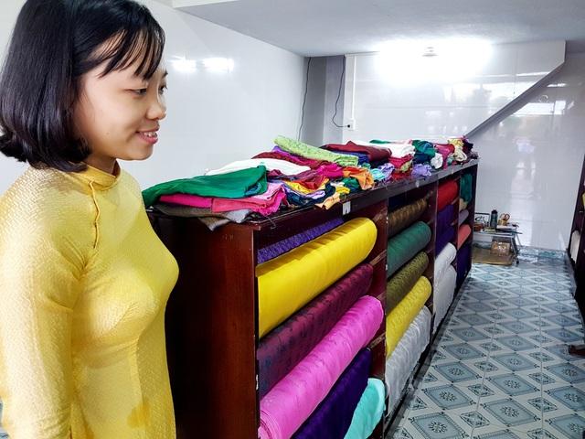 Sản phẩm lụa Mã Châu được trưng bày