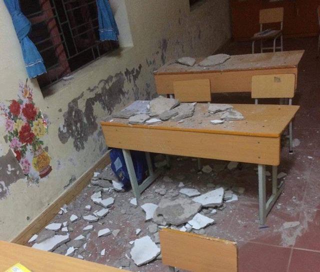 Bị mảng vữa trần rơi trúng, 3 học sinh lớp 1 phải nhập viện cấp cứu (ảnh CTV)