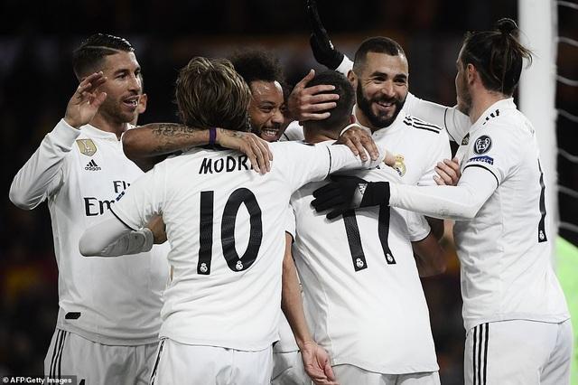 Real Madrid chính thức giành ngôi đầu bảng