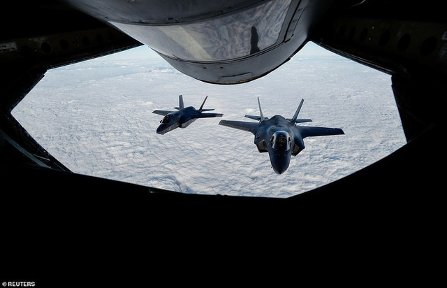 Hai máy bay F-35B của Anh