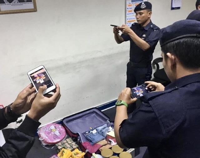 Cảnh sát Malaysia kiểm tra hành lý của 2 hành khách người Việt nói có bom ngày 22/11