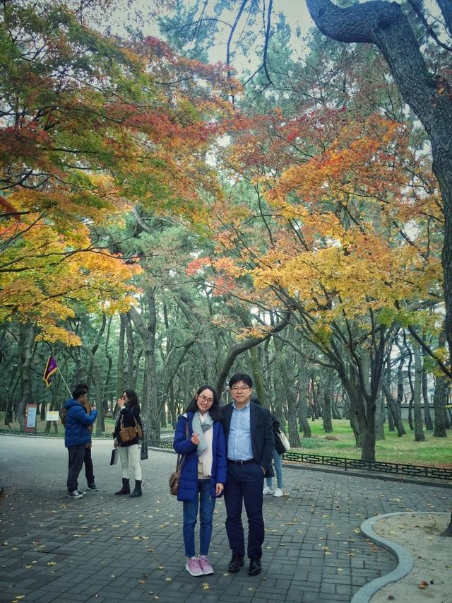 Ông Kim Byeong Sam (người Hàn Quốc) và du khách Minh Trang đến từ Việt Nam.