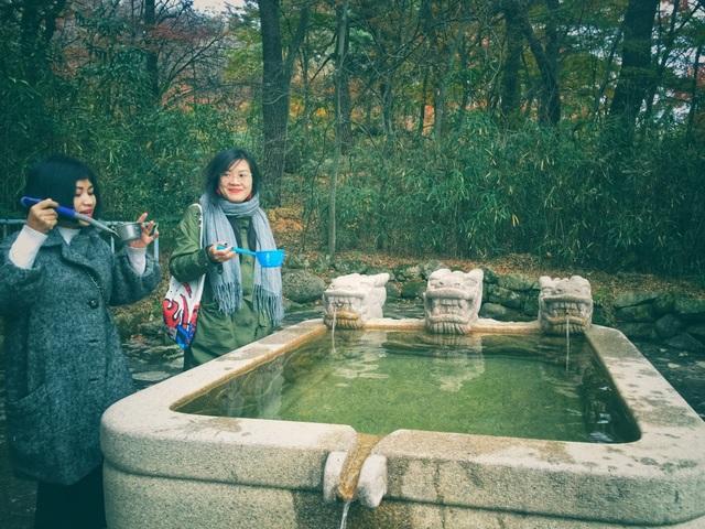 Tương truyền, nếu du khách uống nước tại Bulguksa, sẽ trẻ ra vài tuổi và thần thái tươi tắn, gương mặt hồng hào hơn.