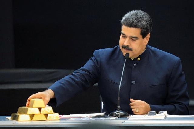 Để chống lại sự sụp đổ của đất nước, ông Maduro đã dồn lực vào đào vàng, mặc kệ lệnh trừng phạt của Mỹ. (Nguồn: Marco Bello/Reuters)