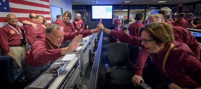 Hạ cánh thành công, sứ mệnh 2 năm tới của robot thăm dò NASA trên sao Hỏa là gì? - 2