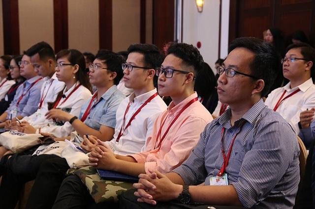 Các trí thức trẻ Việt Nam trong và ngoài nước lắng nghe và đóng góp ý kiến để thúc đẩy STEM để xây dựng nguồn nhân lực chất lượng cao trong phát triển cách mạng công nghiệp 4.0