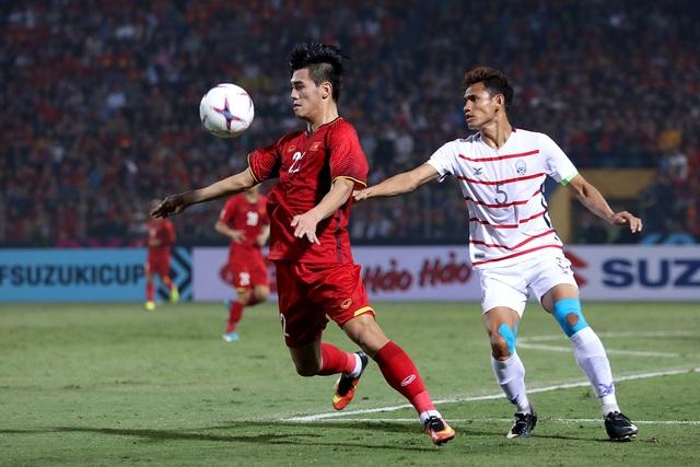 Tiến Linh tạo ấn tượng khi được đá chính trong trận đấu với Campuchia... (ảnh: Gia Hưng)