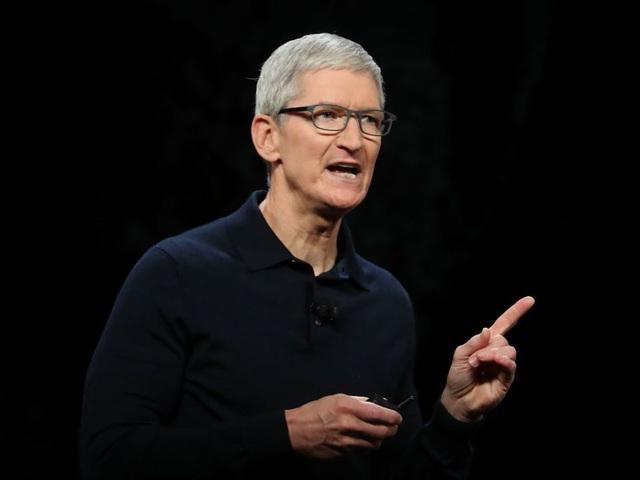 """""""Tôi muốn tự nhắc nhở về nguồn gốc của mình và đặc bản thân vào môi trường khiêm tốn để giúp tôi làm điều đó. Tiền bạc không phải là động lực của tôi"""", Tim Cook đã từng tuyên bố trước các nhân viên của Apple. Tim Cook xuất thân từ một gia đình bình thường, với gia là một thợ đóng tàu còn mẹ là dược sĩ."""