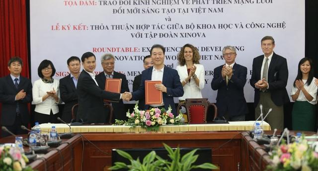 Biên bản ghi nhớ được ký kết bởi Thứ trưởng Bộ KH&CN Bùi Thế Duy với Chủ tịch của Xinova Hàn Quốc và Khu vực Đông Nam Á, Yong Sung Kim.