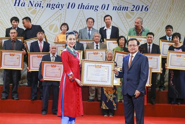 NSND Nguyễn Quang Vinh - Cục trưởng Cục NTBD cho rằng, việc xây dựng cơ sở dữ liệu trực tuyến này sẽ giúp cho các nghệ sĩ ít gặp khó khăn hơn khi làm các thủ tục xét danh hiệu. Ảnh minh hoạ.