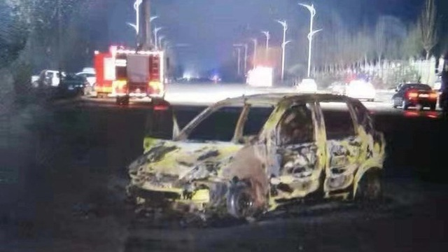 Ít nhất 50 ô tô bị thiêu rụi. (Ảnh: CGTN)