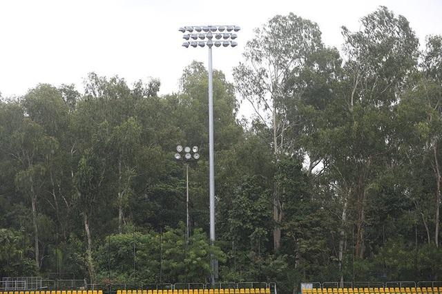 Cận cảnh sự xuống cấp của sân Panaad trước trận Philippines - Việt Nam - 9